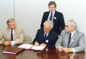 Contract Signing 14.12.1989 in Wimledon